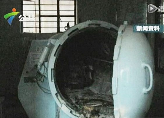 Chinese man killed after lighting cigarette in hyperbaric oxygen chamber | Daily Mail Online