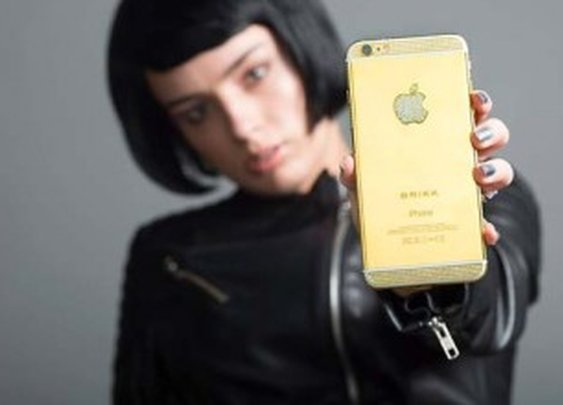 Diamond Encrusted Brikk Lux iPhone 6s Costs A Fortune