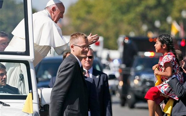 Immigration group planned girl's pope encounter for a year