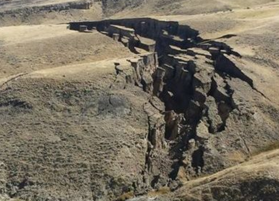 Mysterious huge crack developing in Wyoming