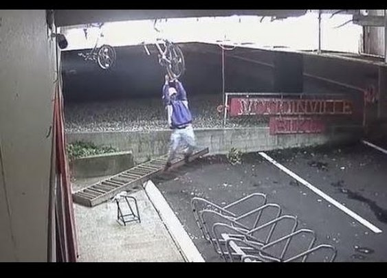 Thief Can't Steal Bicycle, But Not For Lack Of Trying - video