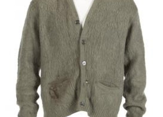 Kurt Cobain's Ratty Sweater From MTV Unplugged Up For Auction