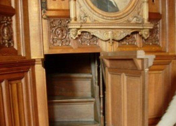 Stairs Behind Secret Door   StashVault