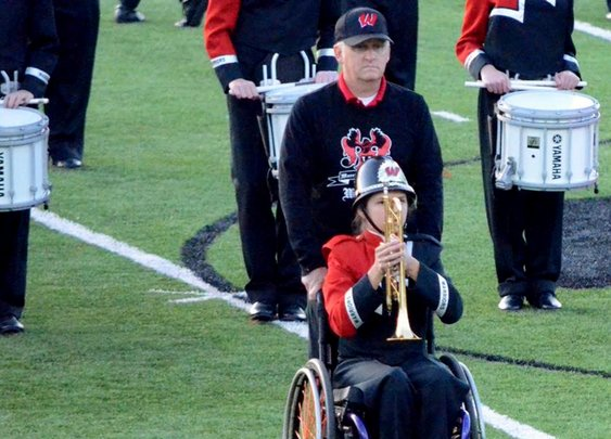 Dad helps daughter in wheelchair to march with school bandmates