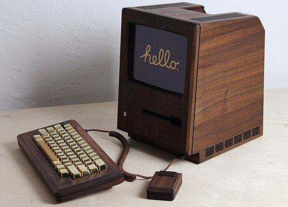 The Golden Apple - Macintosh 128k Replica