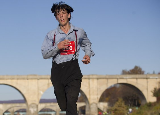 Amish man runs fast marathon in traditional slacks and suspenders