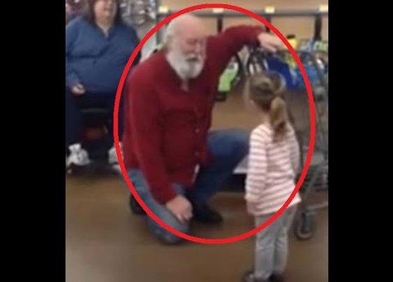 Little girl mistakes bearded shopper for Santa Claus
