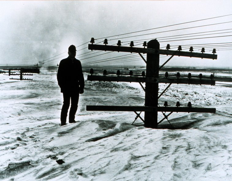 Utility Pole Buried in Snow : snopes.com