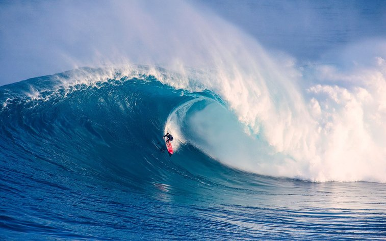 Surfers risk death paddling into historic 80-foot waves at Jaws