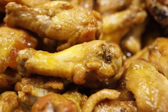 Father and son steal chicken wings worth 41K