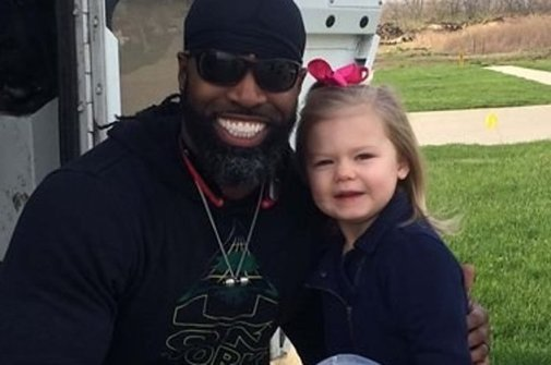 This 3-Year-Old Gave A Birthday Cupcake To Her Garbage Man And It's Precious - BuzzFeed News