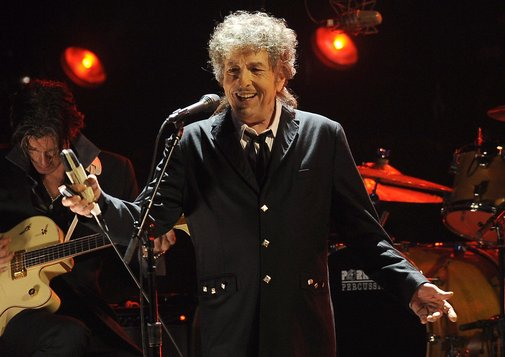 Bob Dylan obliges annoying fan by actually playing 'Free Bird'