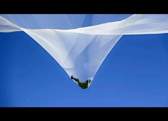 Skydiver Luke Aikins jumps 25000 feet without parachute