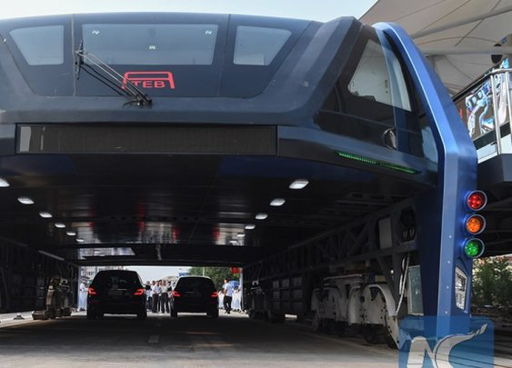 China has built an elevated bus that travels above car traffic