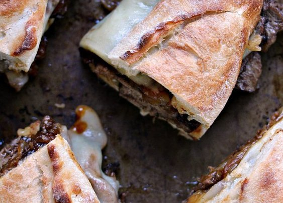 STEAK SANDWICHES WITH CARAMELIZED ONIONS AND PROVOLONE CHEESE - Scrumptious FindsScrumptious Finds