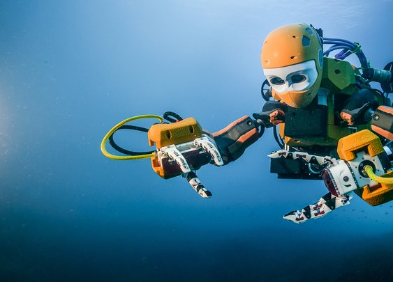 Stanford's humanoid robotic diver recovers treasures from King Louis XIV's wrecked flagship | Stanford News
