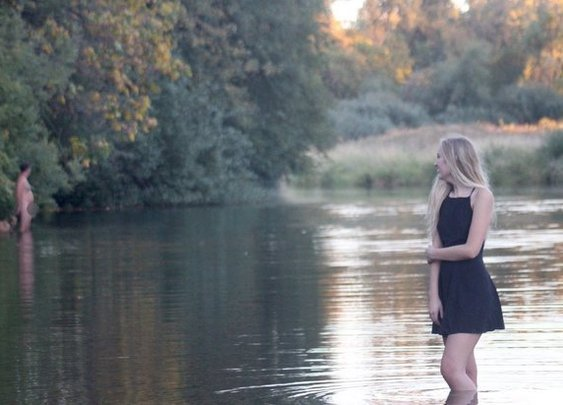 Naked guy accidentally photobombs teen's senior pictures
