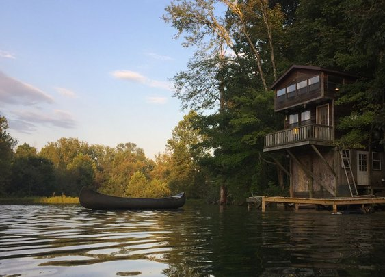 Small waterfront cabins are one of the things that makes the Midwest great