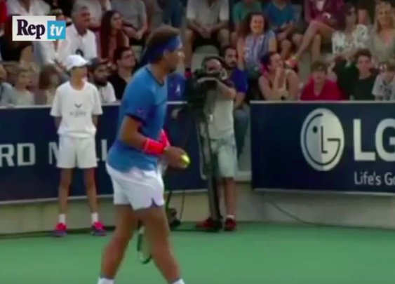 Rafael Nadal stops match so mother can reunite with her lost child