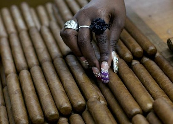 Have a stogie, worry-free: U.S.  lifts restrictions on Cuban rum and cigars