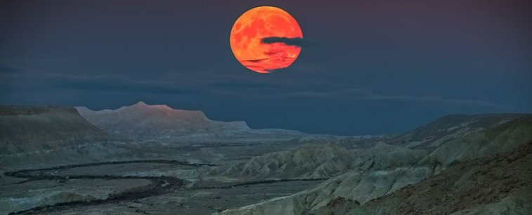 We're about to see a record-breaking supermoon - the biggest in nearly 70 years