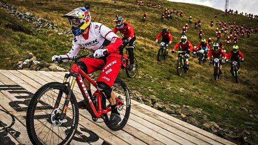 400 Mountain Bikers Play Fox and Hound