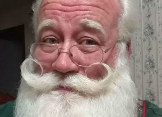 That Story About a Boy Dying In Santa's Arms Is Totally Fake