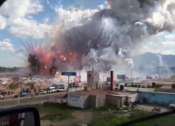 At least 9 killed in blast at Mexico fireworks market - CNN.com