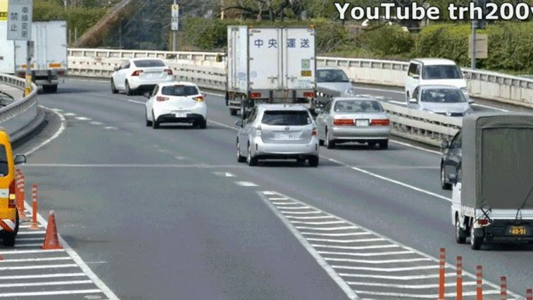 The Japanese Prime Minister's Motorcade Merges Into Traffic In Kind Of An Insane Way