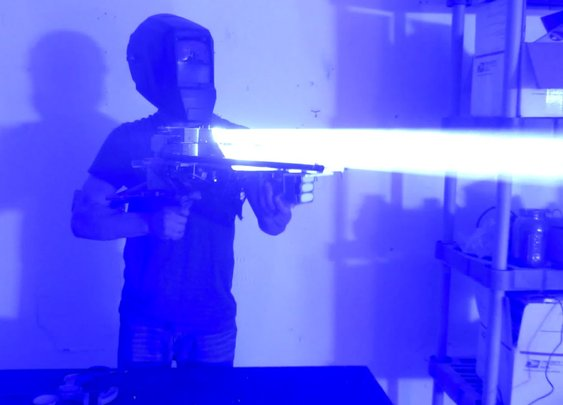 Homebuilt 200W LASER BAZOOKA!!!!! - YouTube