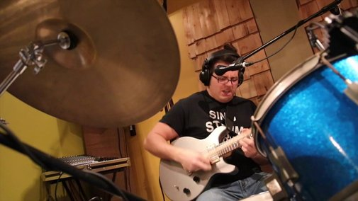 Tom Sawyer Guitar, Drums, Vocals SIMULTANEOUSLY!