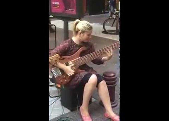 Street performer Insane slap bass battle