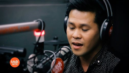 "Marcelito Pomoy sings ""The Prayer"""