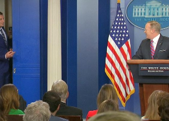 Rob Gronkowski makes cameo at White House press briefing