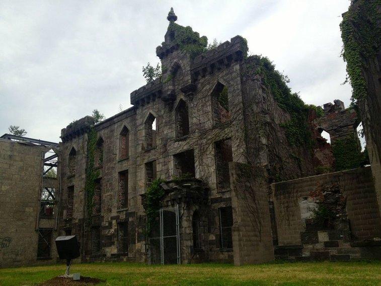 Roosevelt Island Smallpox Hospital Ruins – New York, New York