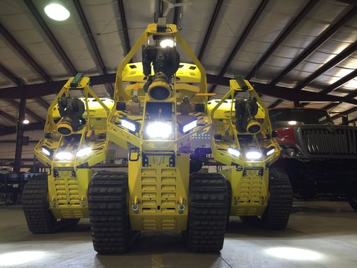 Robotic firefighter a massive 2500GPM - YouTube