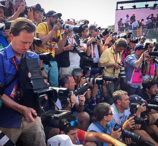 Photographer Shoots Formula 1 With 104-Year-Old Camera, And Here's The Result! – Into Our World