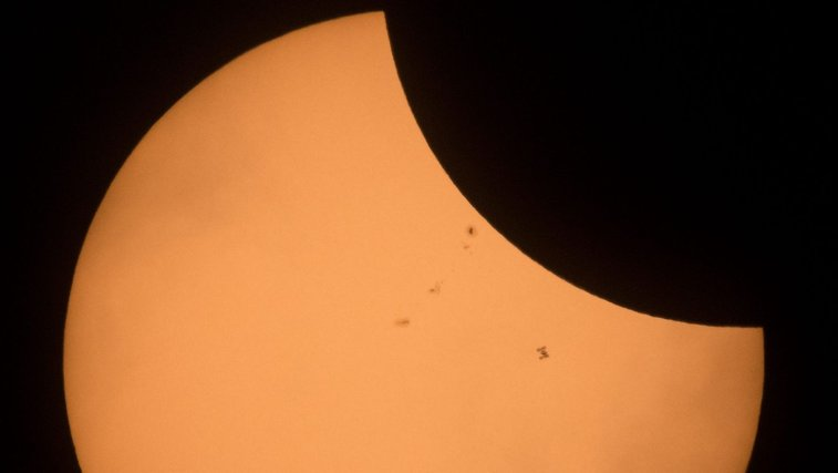 Solar Eclipse 2017 photo: The International Space Station just pulled off the photobomb of a lifetime — Quartz