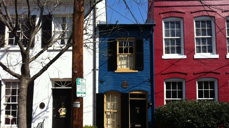 """9 People Who Got Revenge By Building A """"Spite House"""""""