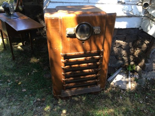 How to turn a Vintage Zenith Radio Cabinet into a Lighted Bar — With Both Hands