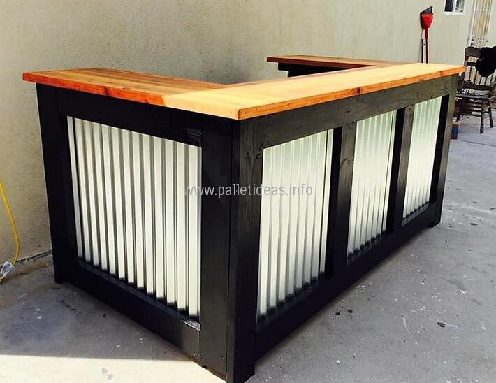 Reclaimed Wooden Pallet Bar Idea