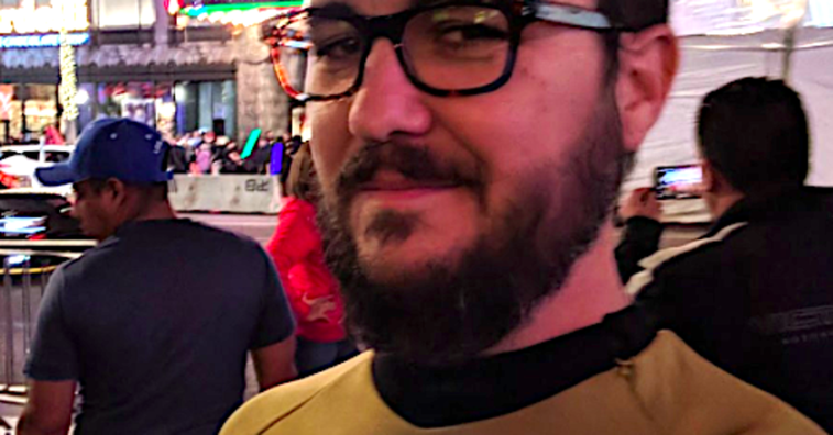 Wil Wheaton Wears 'Star Trek' Uniform To 'Star Wars' FOR REAL | HuffPost