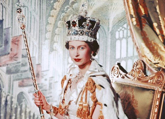 The Royals Hid The Crown Jewels From The Nazis In A Cookie Tin