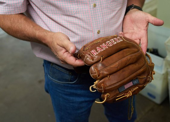 The Last American Baseball-Glove Maker Refuses to Die - Bloomberg