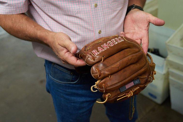 The Last American Baseball-Glove Maker Refuses to Die - Bloomberg