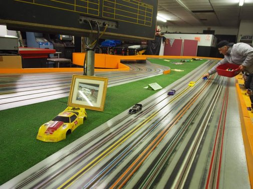 Step inside NYC's competitive slotcar racing scene | Ars Technica