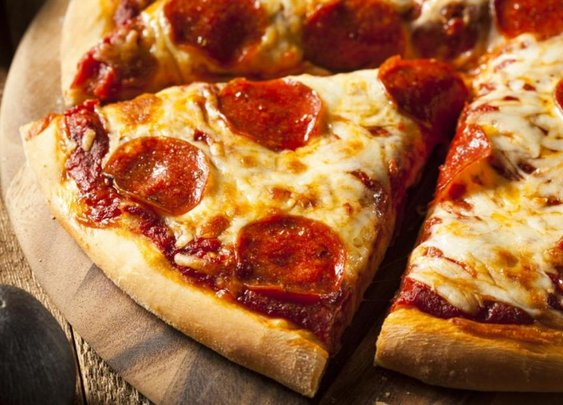 Pilot orders pizza for his stranded passengers