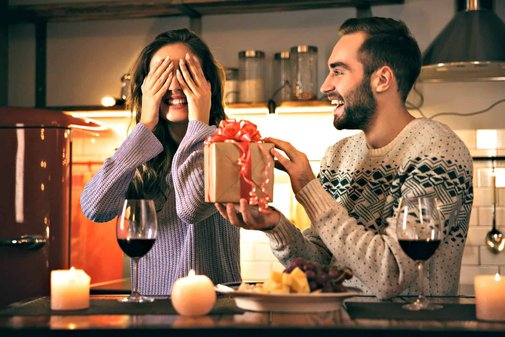 92 Best Romantic Gifts for Wife - Presents to make her fall in love again!