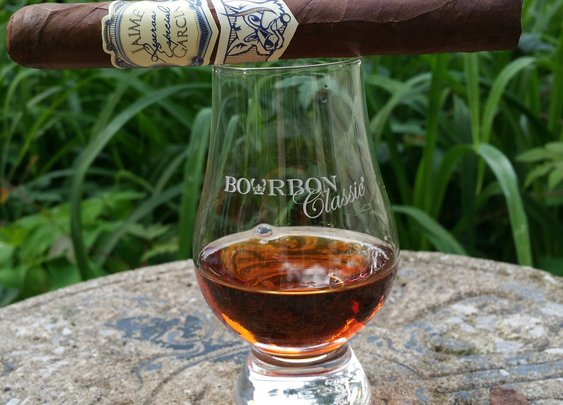 Whiskey and Cigar Pairing For Beginners    Alcohol Professor