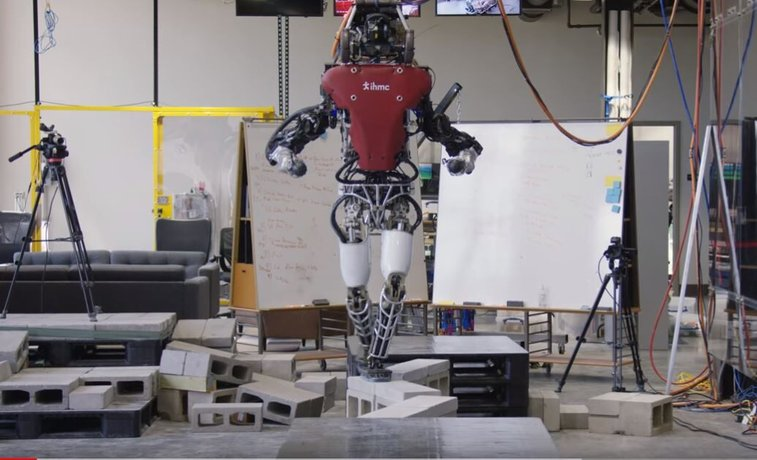 Humanoid robot crosses balance beam with ease in new video | Fox News